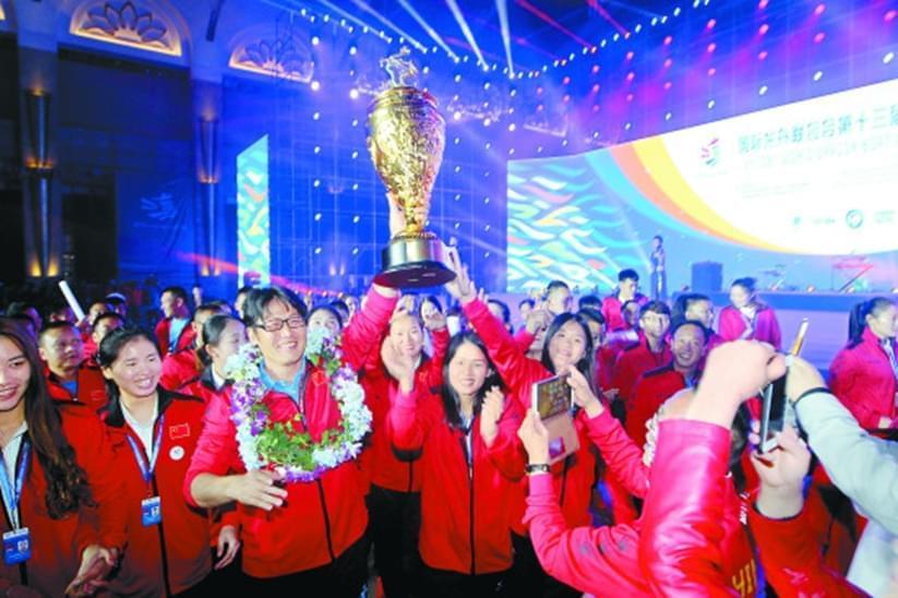 龙舟赛中国队夺19金 滇池赛场获盛赞