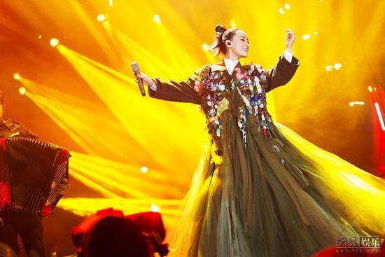 《歌手》竞争白热化 谭晶凭《欲水》将迪玛希拉下神坛
