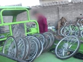 男子自称酷骑员工 卖车轮抵拖欠工资