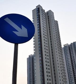 楼市调控后:市场成交量普降近40%