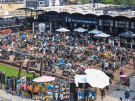 两千多名摩托车友聚集在一起party什么样?