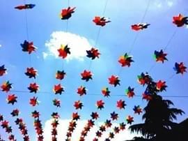 恒大山水城:炒鸡好看的七彩风车稻草人展来宜昌啦!