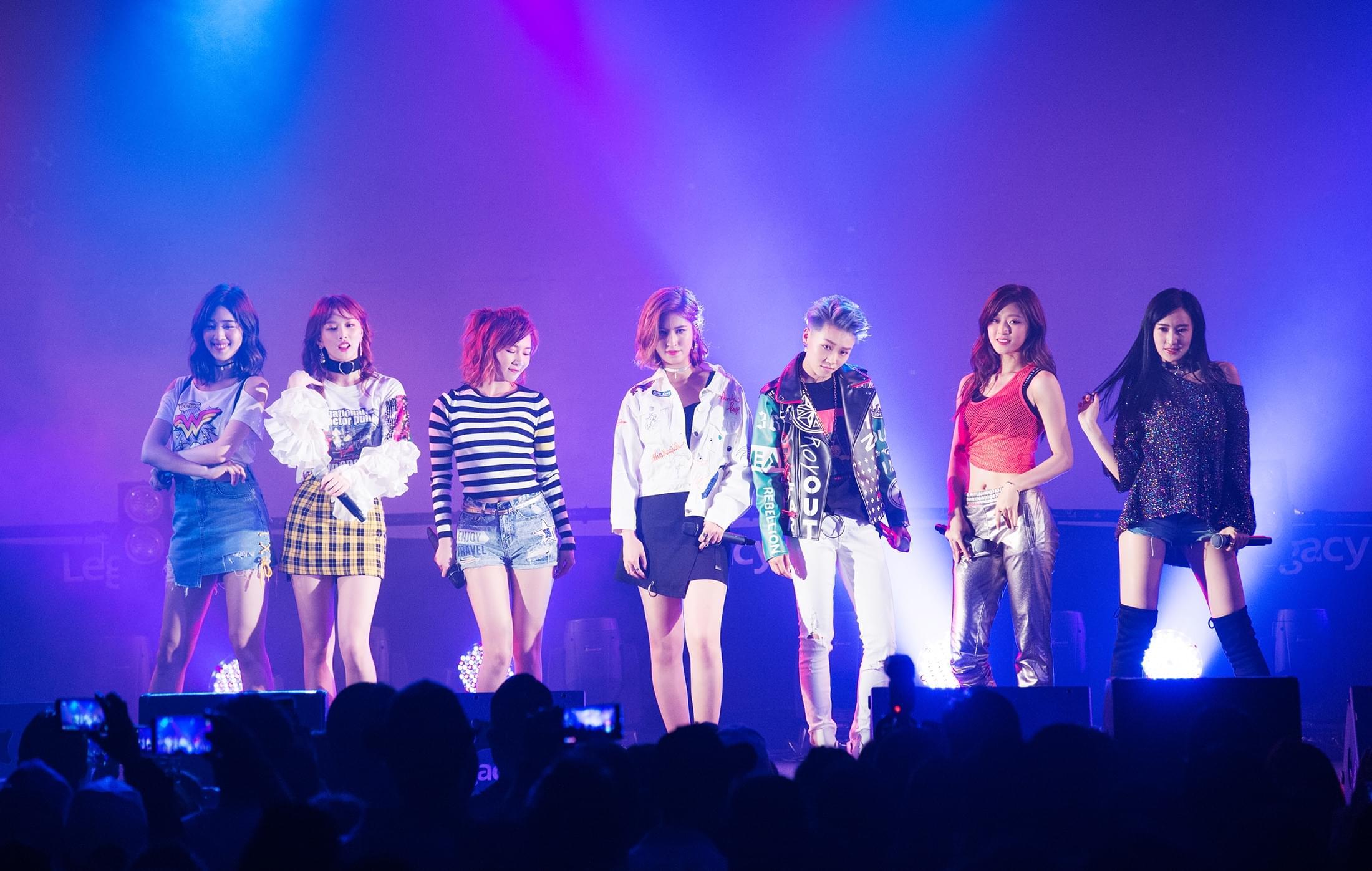 吴奇隆谢霆锋的蜜蜂少女们 台北演唱会热辣亮相