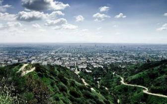 山水尽落眉间 盘点那些能够俯瞰城市美景的登山地