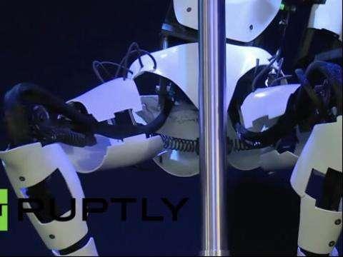 动作性感富有激情!这位钢管舞机器人成为新网红