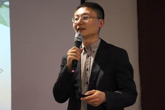 因为看好围棋培训市场,聂卫平弟子王煜辉创办了围棋线上培训机构爱棋道。