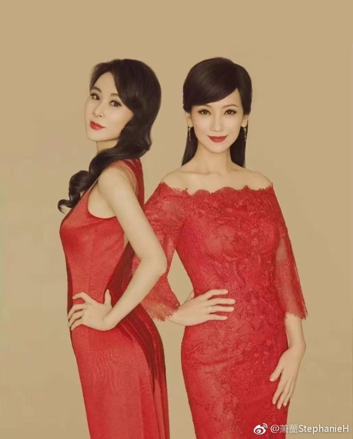 两大女神同框谁更美?赵雅芝萧蔷合体拍写真