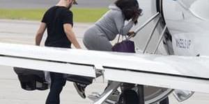 甜蜜!小威和丈夫乘私人飞机度蜜月