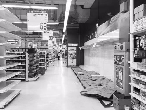 经济不景气卫生纸要涨价?岛内掀起卫生纸抢购潮