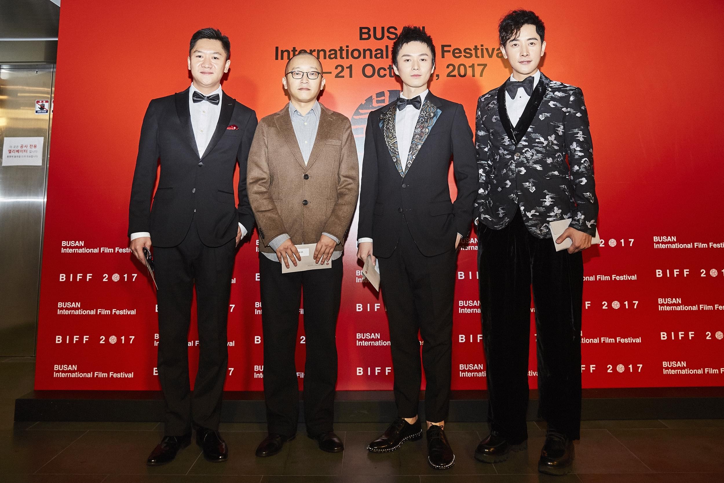 李霄峰《追·踪》全球首映 主创亮相釜山红毯