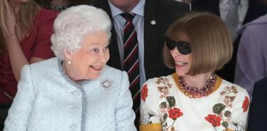 """英女王出席伦敦时装周 与""""时尚女魔头""""同台"""