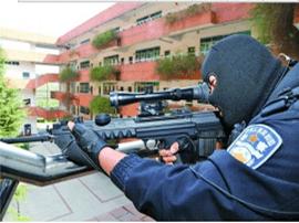 贵阳:校园里歹徒绑架学生 狙击手出动