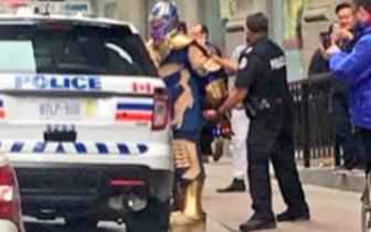 """""""复联3""""灭霸被警方逮捕照片走红 背后有超大泪点"""