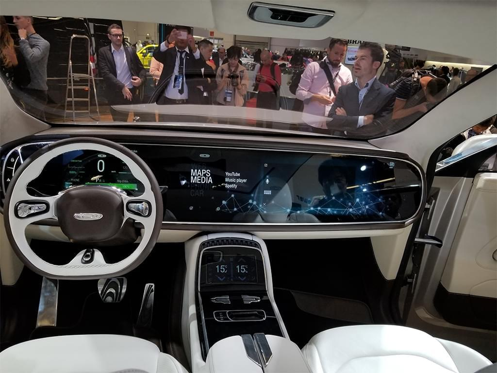 内饰科技感爆棚 昶洧首款SUV正式发布