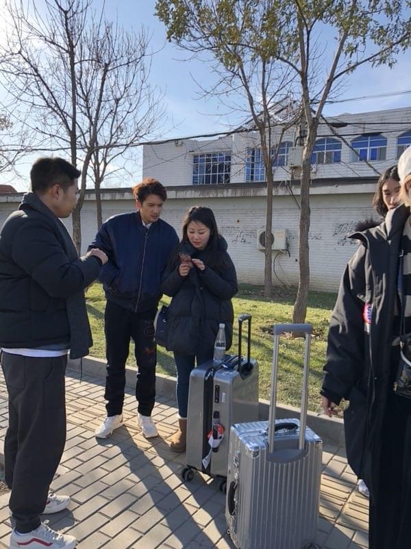 关智斌出席活动途中遇追尾事故 发自拍报平安