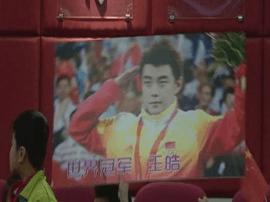 """奥运冠军王皓与小学生""""对垒"""" 推广国球挖苗子"""