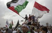 印尼爆发8万人游行抗议
