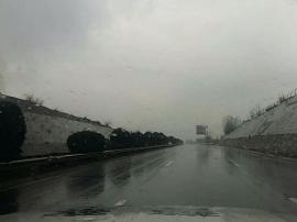 高速原平到石岭关段\董村到豆罗枢纽段 普降小雨