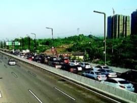 施工单位擅自封闭道路 至喜长江大桥早高峰现拥堵