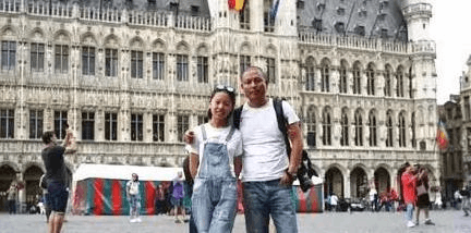 男子自驾送女儿上大学 穿越26国行程3万公里