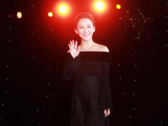 潘晓婷公益盛典盛装出席 荣获年度体育人物大奖