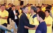 韩总统慰问遇难者家属