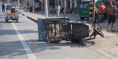 男子驾车与三轮车相撞后逃逸 被刑拘