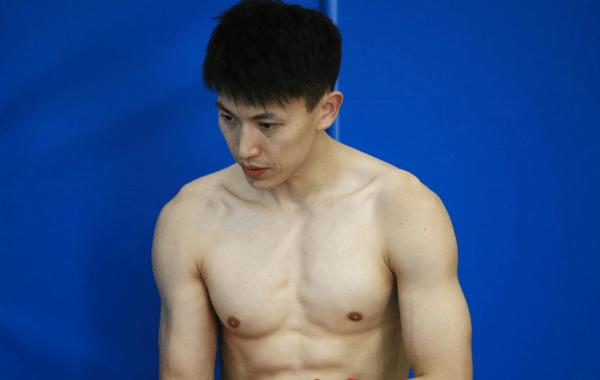 男篮备战亚洲杯次战 刘晓宇赤膊肌肉抢镜