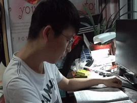 泰州25岁男生患强直性脊柱炎 勤工俭学考上研究生