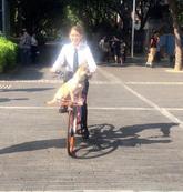 陈乔恩被抓拍照片自带光芒 高呼:仙女身份曝光了