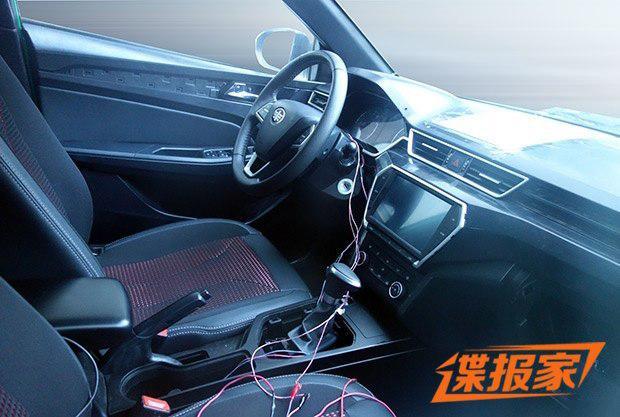 紧凑级跨界旅行车 曝骏派CX65内饰谍照