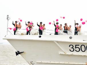 福建海警官兵集体婚礼:我以一身戎装 许你一世红妆