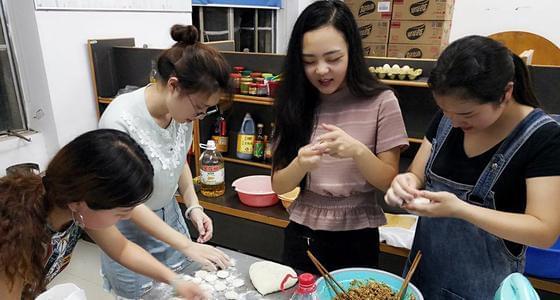 武汉共享厨房: 每人10元即可下厨