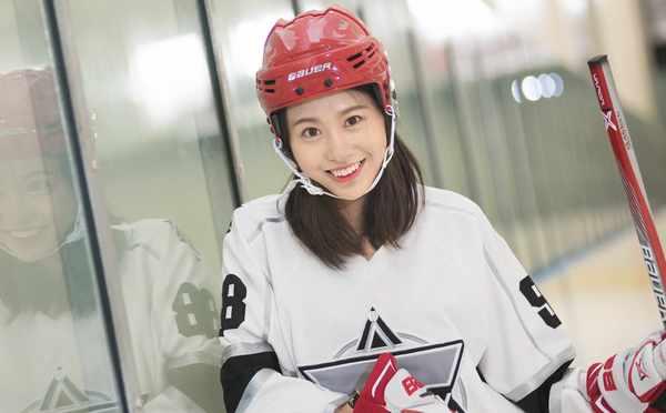 NHL中国赛临近 巅峰啦啦队美女队员冰上写真