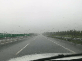 孙右高速大呼段全线降雨 管家堡收费站大雨