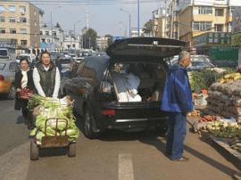 秋菜销售正当时 长春市市容环境卫生局维护环境