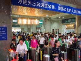 十一长假临近结束 福州火车站迎来返程客流高峰