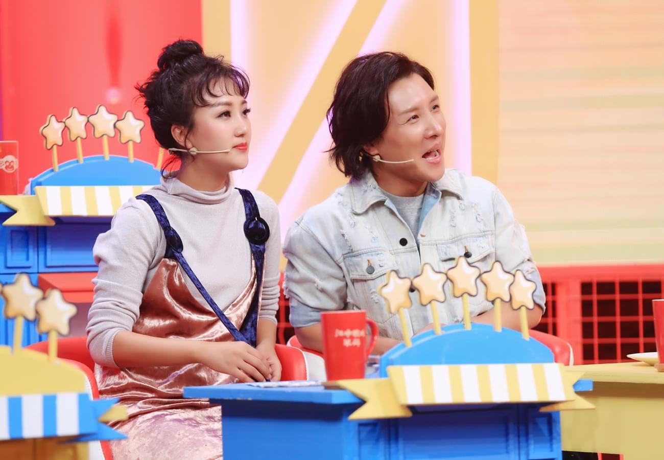 曹轩宾综艺节目忙答题 为尝美食代价惨重