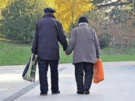 老一辈的爱情牵了手就是一辈子