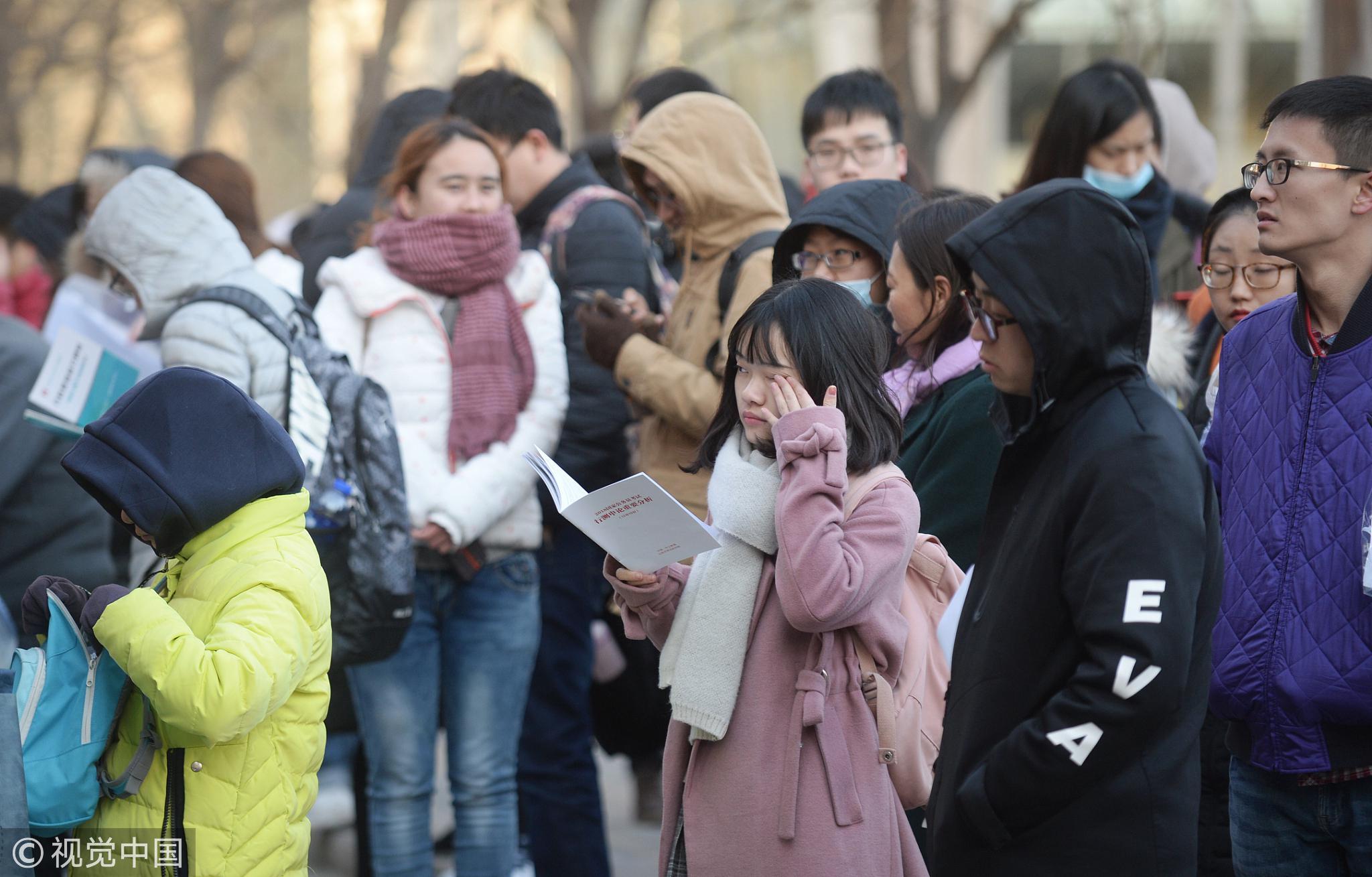 2018年国考开考,招录2.8万余人,近166万人报考。