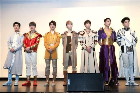 《龙》特别版公演 ZERO-G男团助阵现场演绎