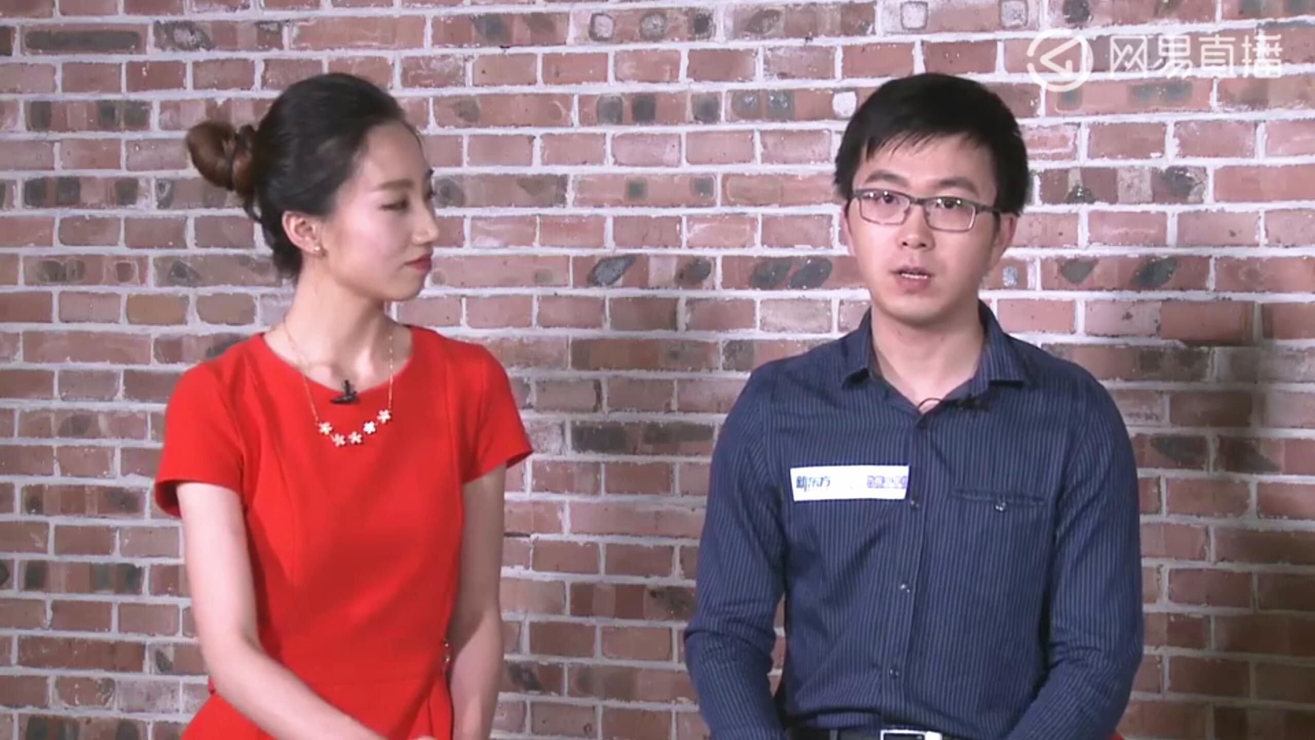 新东方优能中学物理名师薛雨(右)