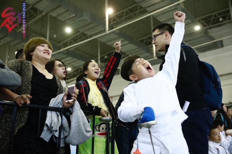 击剑俱乐部联赛长春站次日 多对母子携手出战