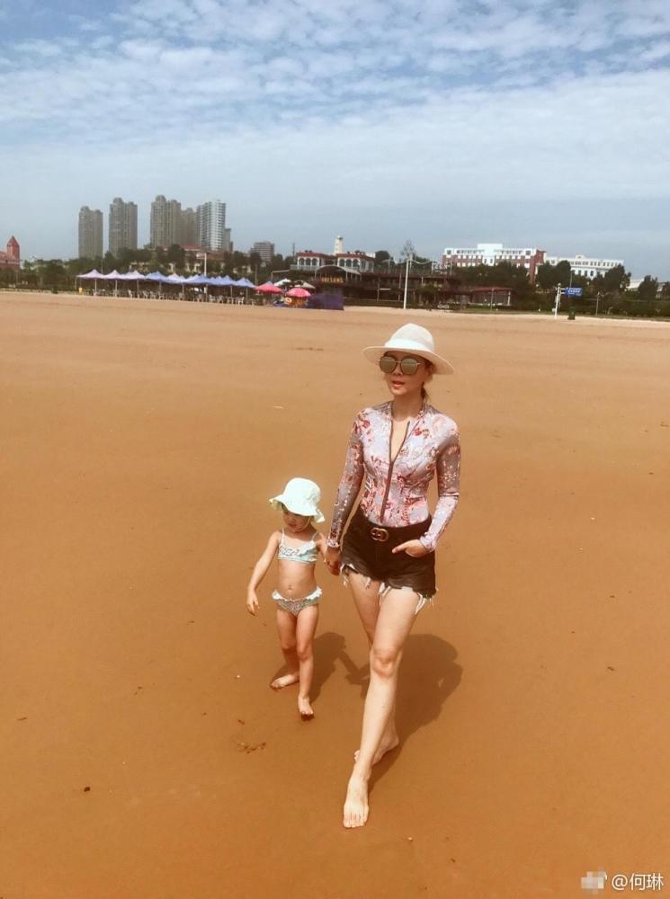 40岁何琳首晒女儿正面照,曾被传是陈坤儿子生母