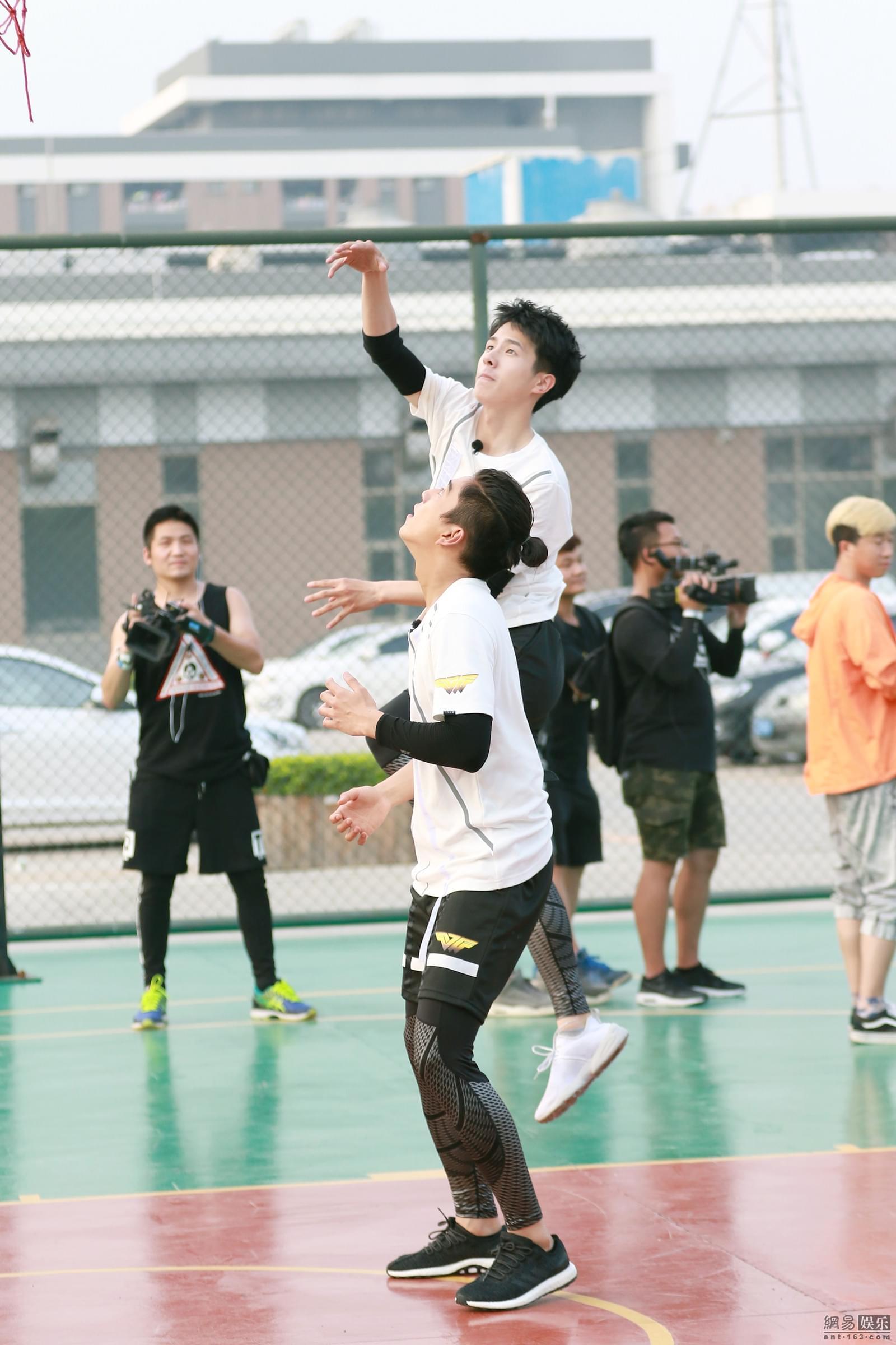 《高能》王俊凯刘昊然篮球MVP大赛一决胜负