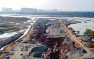 眉山第三水厂过江管道工程紧张施工中