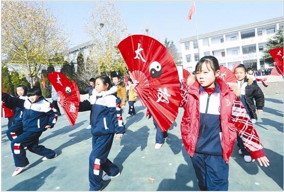 灵宝市函谷关镇中心小学:国粹文化 进校园