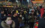 游客挤爆西安现代唐人街
