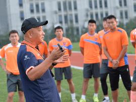 青岛中能足球俱乐部关于殷铁生指导离任的公告