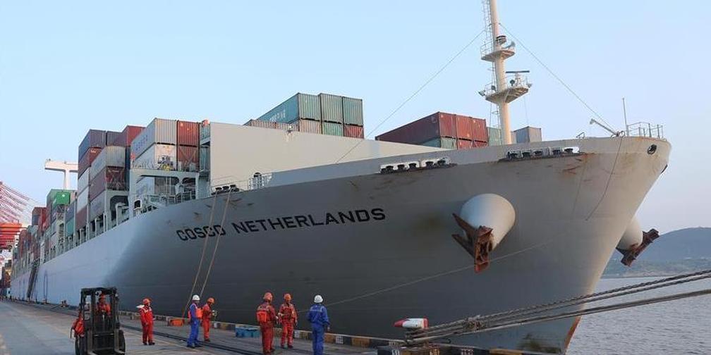 """中远海运远洋货轮""""荷兰""""号抵达上海"""
